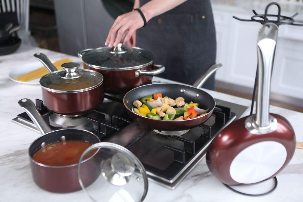 hard anodized vs ceramic cookware